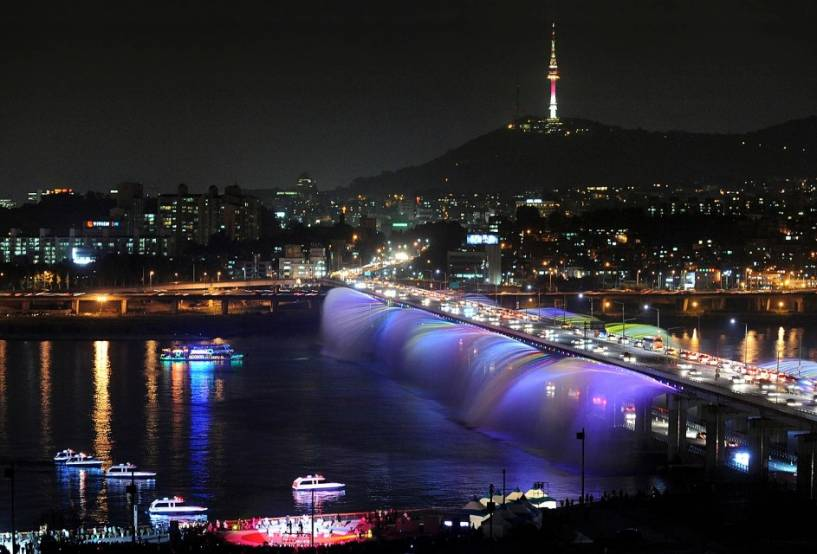Banpo Bridge and Moonlight Rainbow Fountain